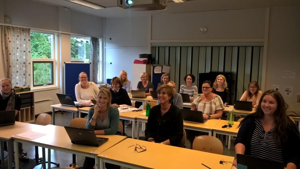 Entusiastiske lærere ved Hofstad skole på kodekurs.