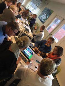 Alle skolelederne i Drammen var samlet for å planlegge og melde på elevene til årets kodetime.